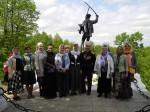 Родители гусаров у памятника И. С. Дорохова